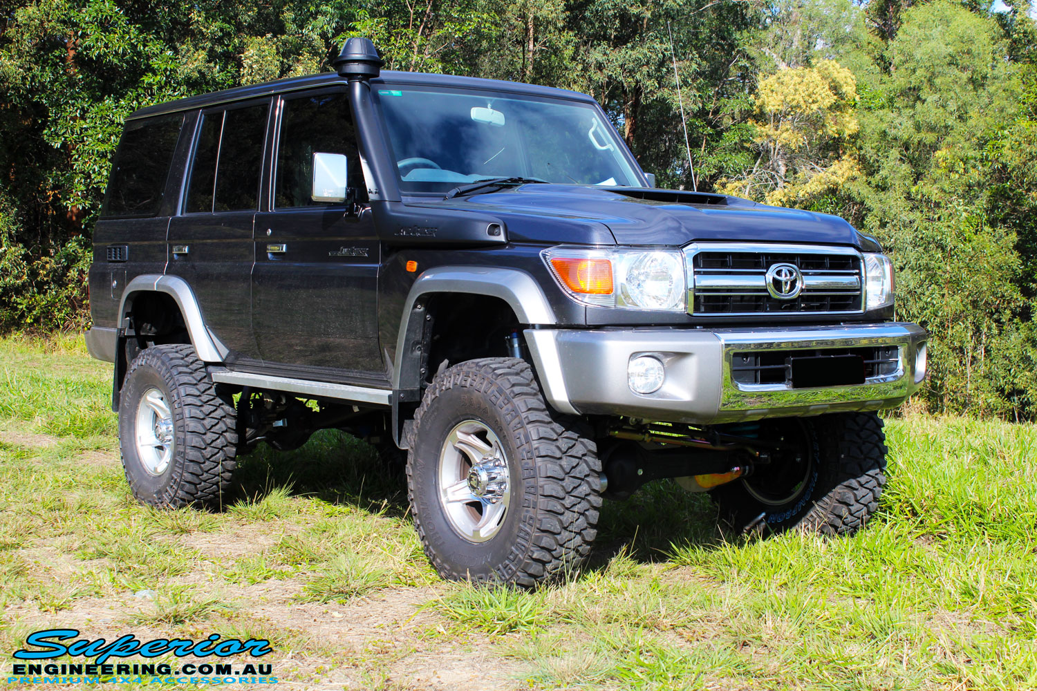 "Front right side view of a Grey Toyota 76 Series Landcruiser after fitment of a Superior 5"" Inch Remote Reservoir Superflex Lift Kit"